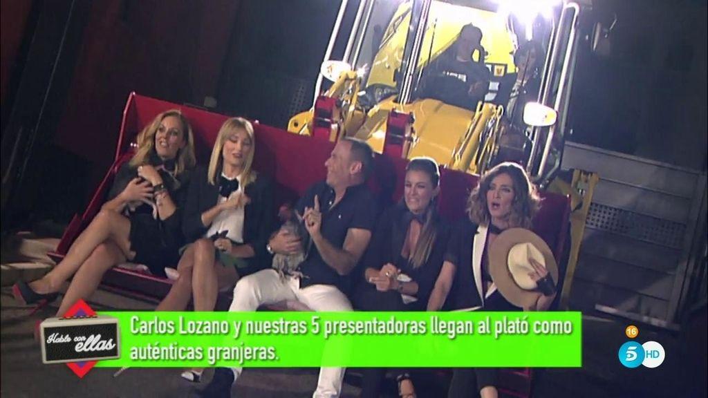 Carlos Lozano y las presentadoras llegan a plató como auténticas granjeras