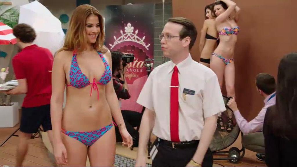 El 'Ancla-II' se llena de chicas en bikini con el certamen 'Miss Costa Española'