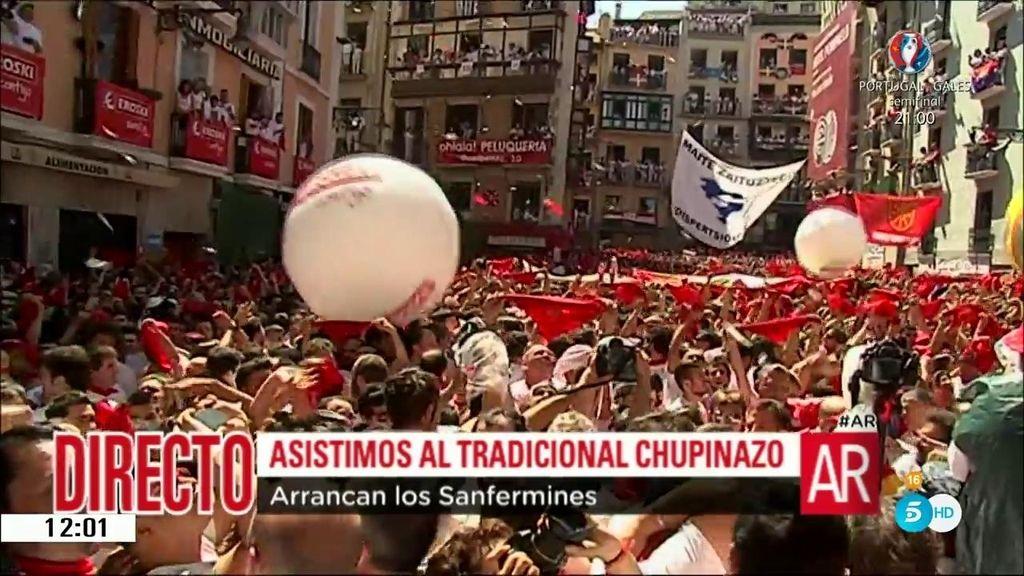 'AR' asiste al  famoso 'chupinazo' con el que darán comienzo los Sanfermines