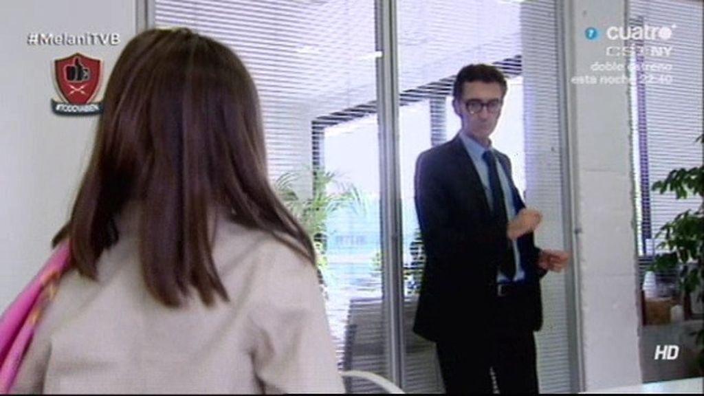 Javier Abascal baila una canción de Bisbal con una 'niña entrevistada'