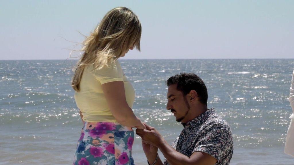 "¡Sorpresa en 'Mejor llama a Pilar'! Andrés, a Laura: ""Quiero que te cases conmigo"""