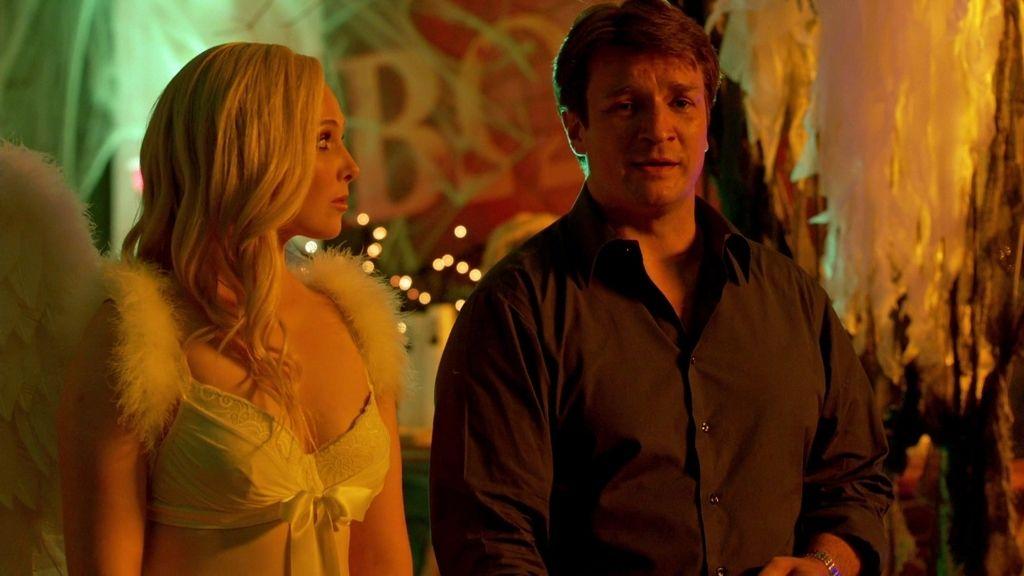 Alexis se disfraza de ángel sexy… y Castle juega al 'birra pong'