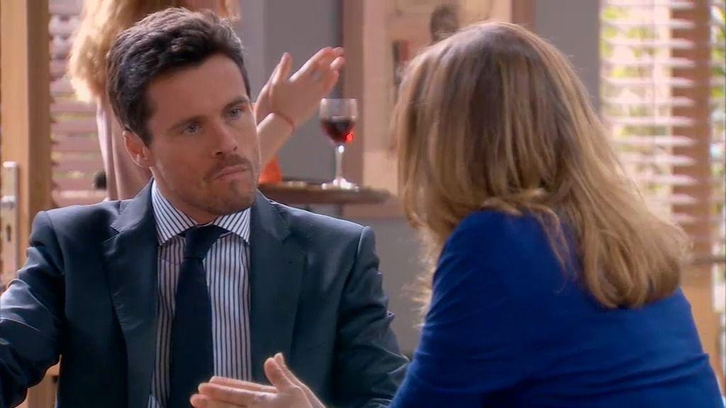 "Lucía advierte a Carlos: ""Creo que Rebeca está tramando algo"""
