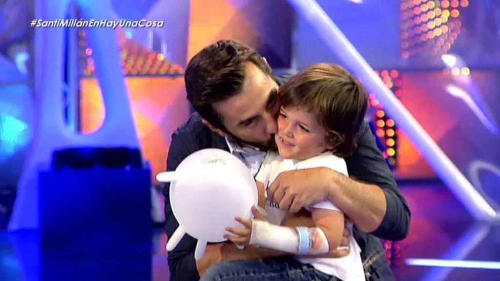 ¡Santi Millán juega con el pequeño Nacho!