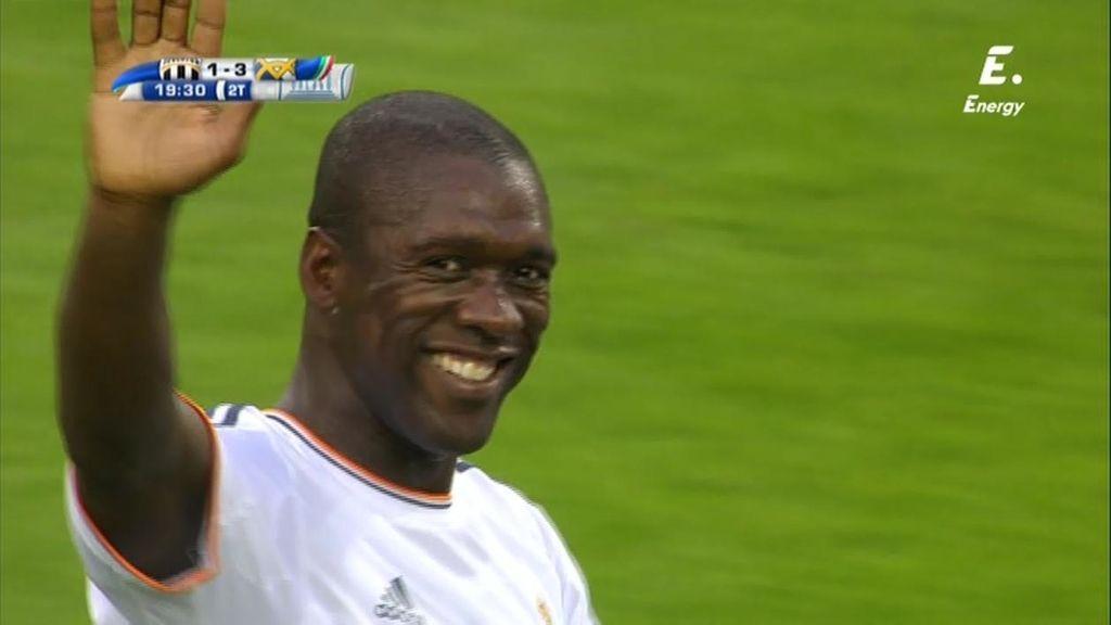 Seedorf empalma una volea en la frontal y marca un golazo para recordar viejos tiempos