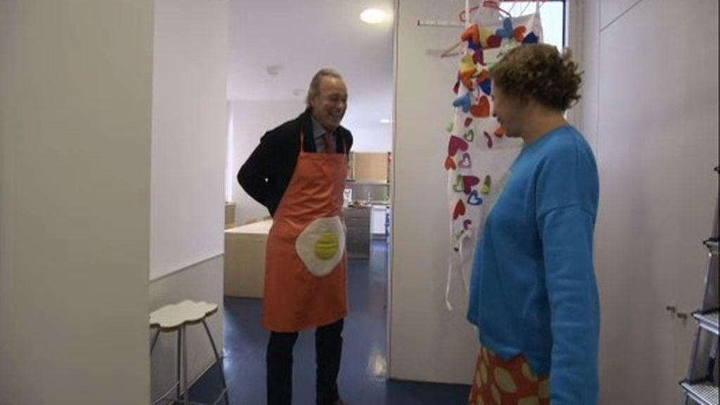Un delantal con un huevo frito: Bertín se 'agathiza' para cocinar