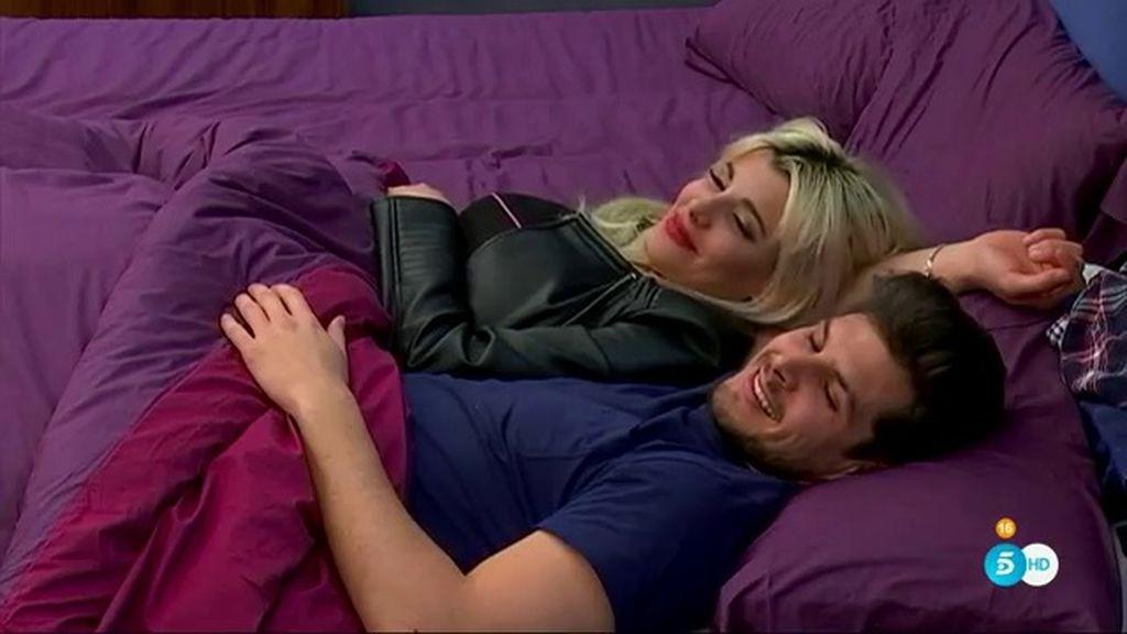 Fran, celoso al descubrir a Charlotte y a Alejandro juntos en la misma cama