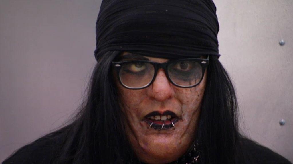 Tate se hace el gótico guarro con su novia