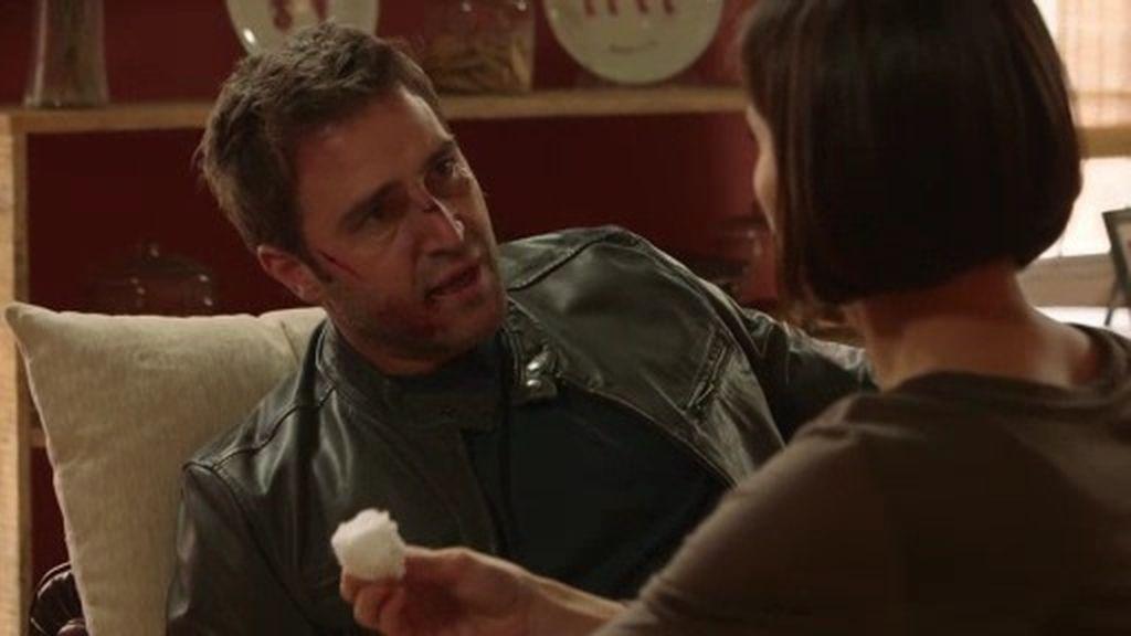 """Jorge llega malherido a casa de Isabel: """"Si llamas a la policía puede ser peor"""""""