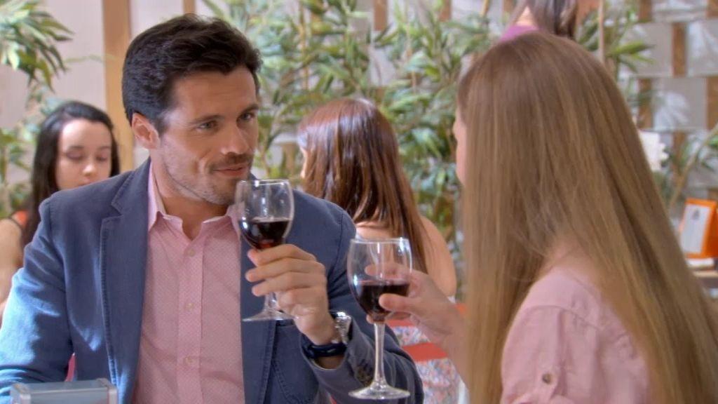 """Inés se declara a Carlos: """"Te quiero"""""""