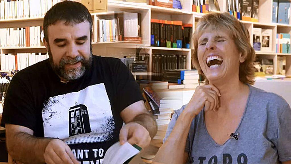"""Josep bromea: """"Tenemos un saludo secreto quienes leemos 'El péndulo de Foucault"""""""
