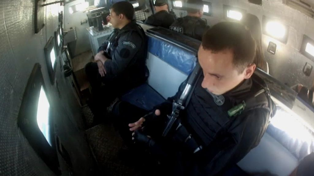 Recibidos a tiros en el territorio narco de Río