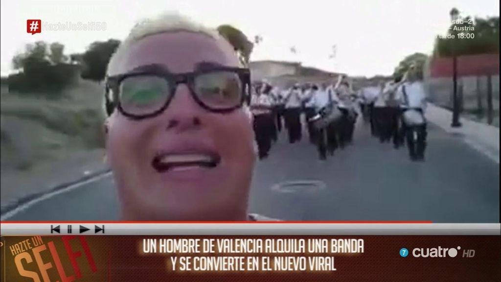Un hombre de Valencia contrata una banda y se convierte en el nuevo viral