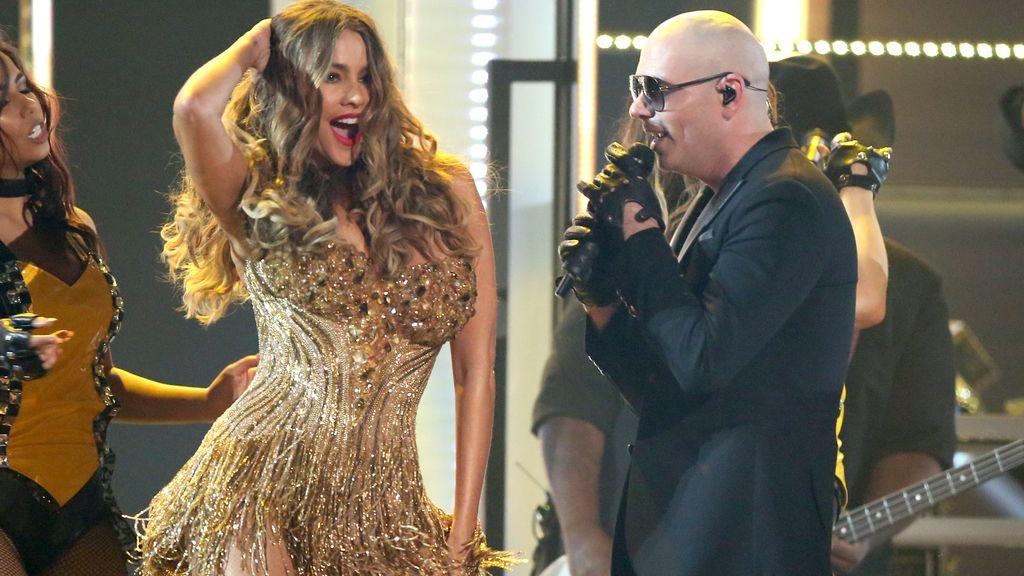 'El Taxi' de Pitbull y Sofía Vergara, polémico cierre de los Grammy