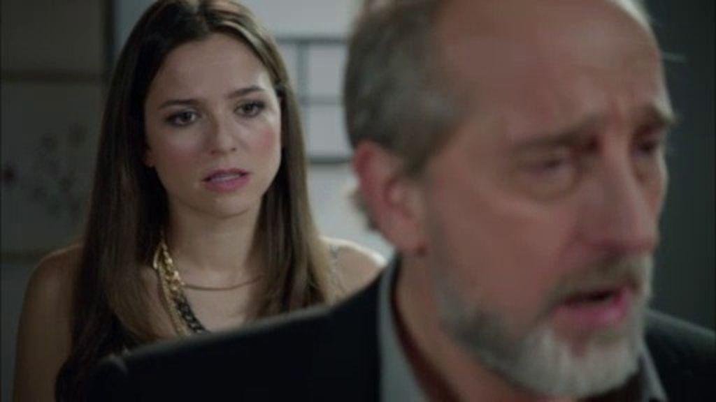 Clara le entrega los papeles del divorcio a Pablo y le pide que deje 'B&b'