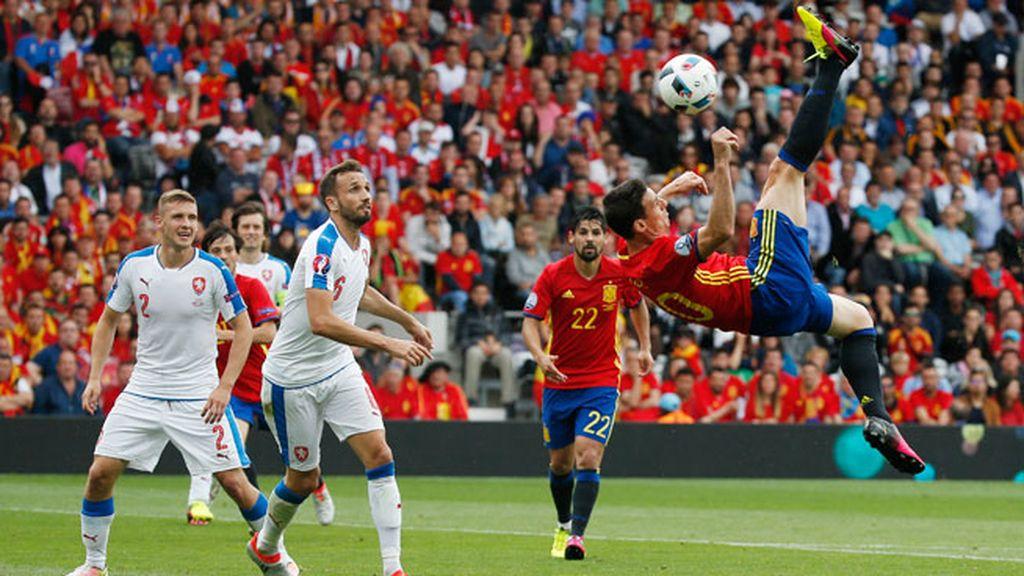 ¡Espectacular chilena de Aduriz! ¡Podría haber sido el golazo de la Eurocopa!