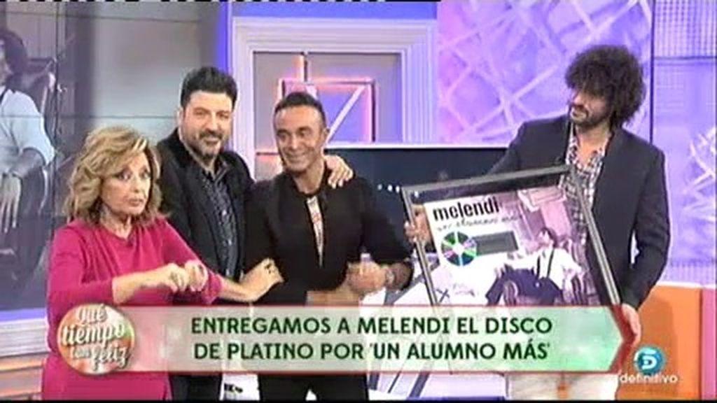 ¡Melendi recibe el Disco de Platino!