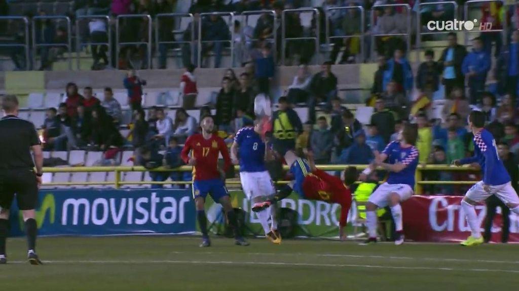 ¡Saúl Ñíguez intenta una chilena y deja KO a Rog de una patada en la cabeza!