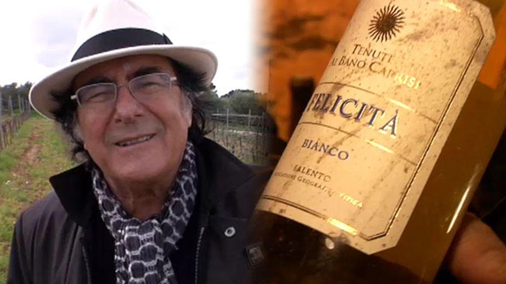 Al Bano nos muestra su vino, 'Felicitá', junto a Vicente, el barman de los famosos