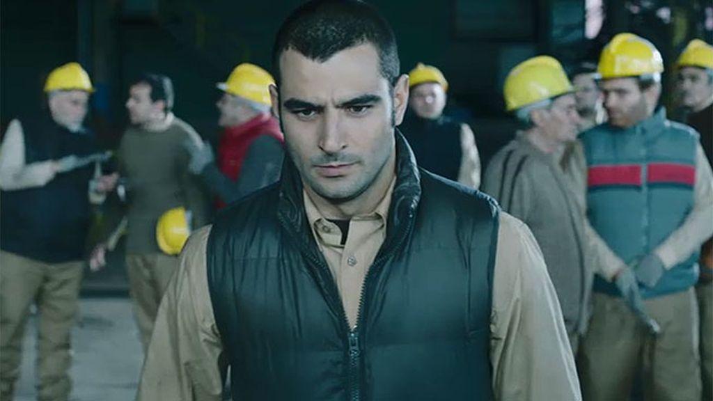 Juan convoca una huelga en la fábrica