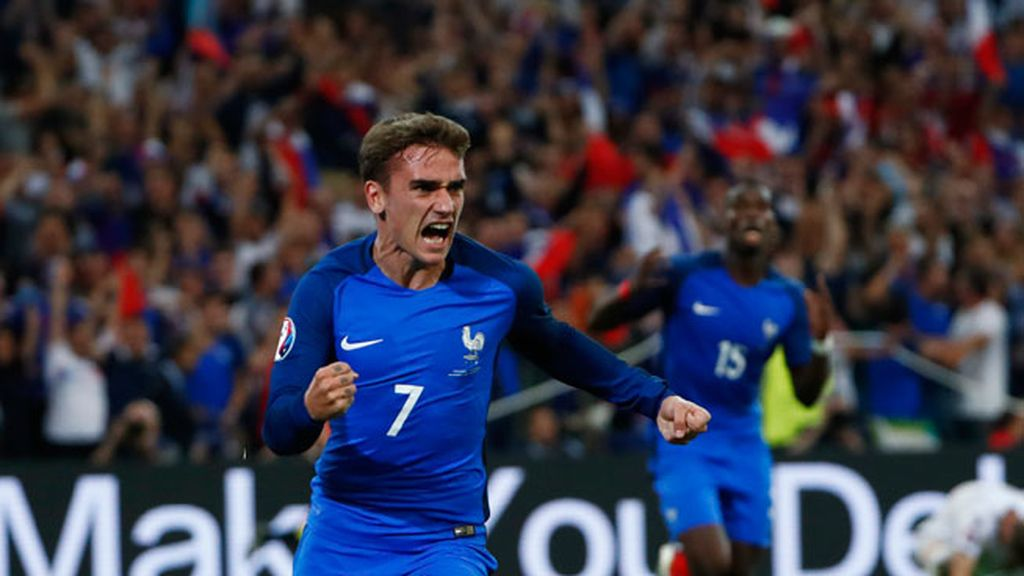 ¡Gol de Griezmann! Remate de cabeza que pone por delante a Francia (1-0)