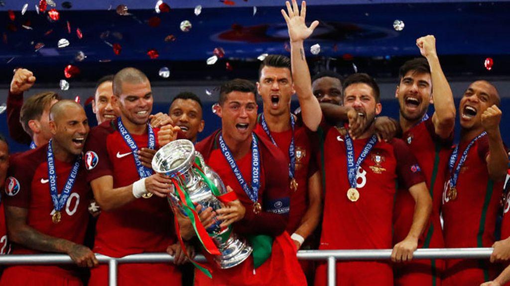 ¡El sueño cumplido de Cristiano! Así se volvió loco al levantar la Eurocopa