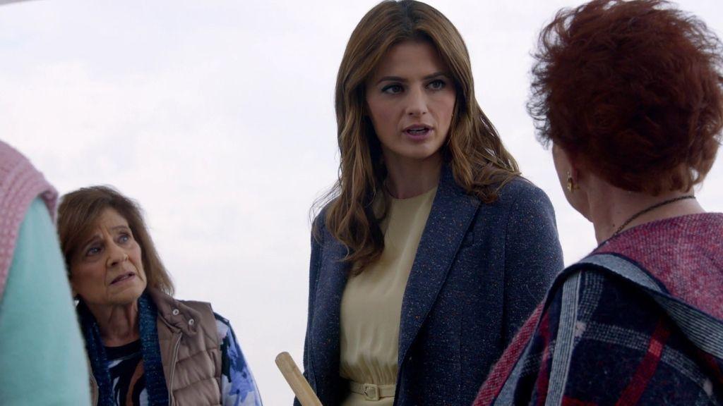 Beckett interroga a un grupo de cotillas jubiladas multimillonarias