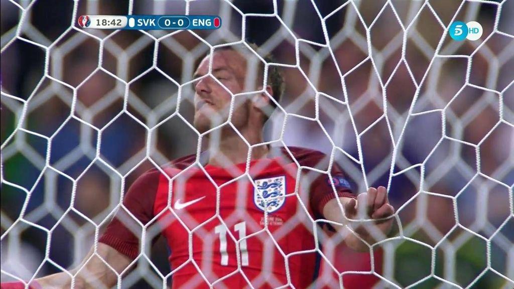 Vardy  no entiende de sutilezas: estrella en el portero la mejor ocasión de Inglaterra