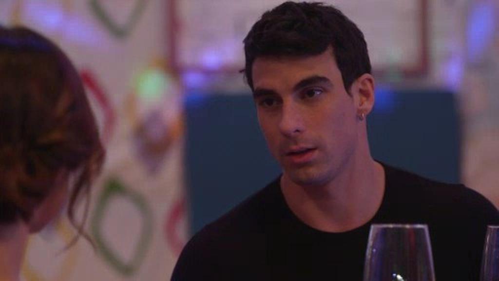 Araceli descubre sus intenciones: Chantajea a André para que pase la noche con ella
