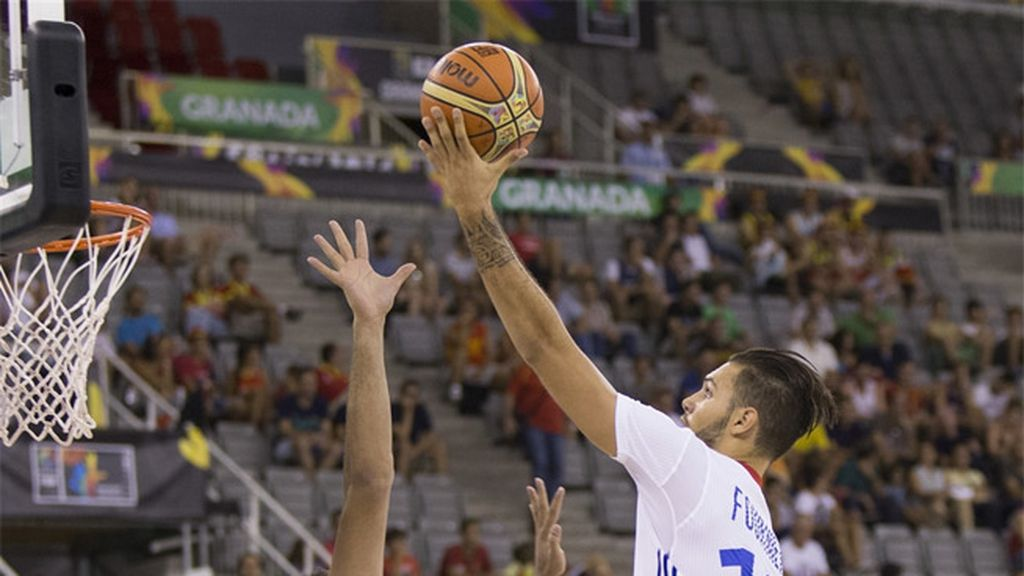 Robo, carrera y mate de Evan Fournier