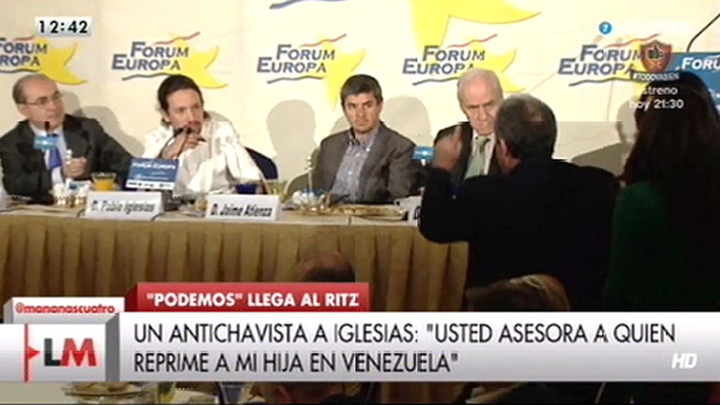 """Un hombre increpa a Iglesias: """"Usted asesora a quien reprime a mi hija en Venezuela"""""""