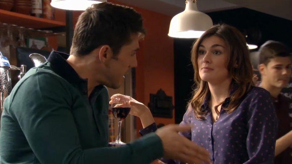 Natalia se va de cañas con Raúl