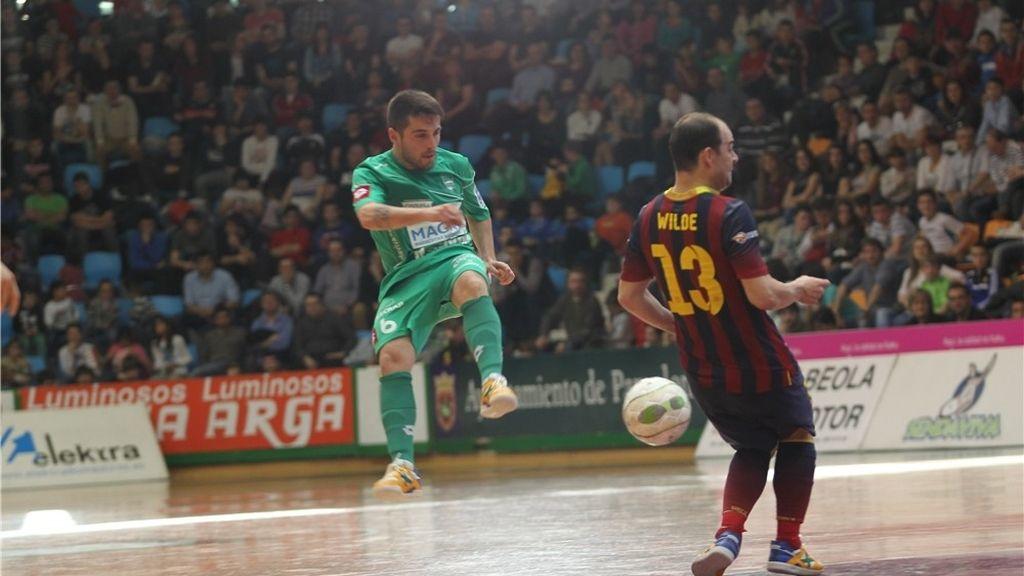 El Barça se impone al Magna Navarra y sigue segundo (2-5)