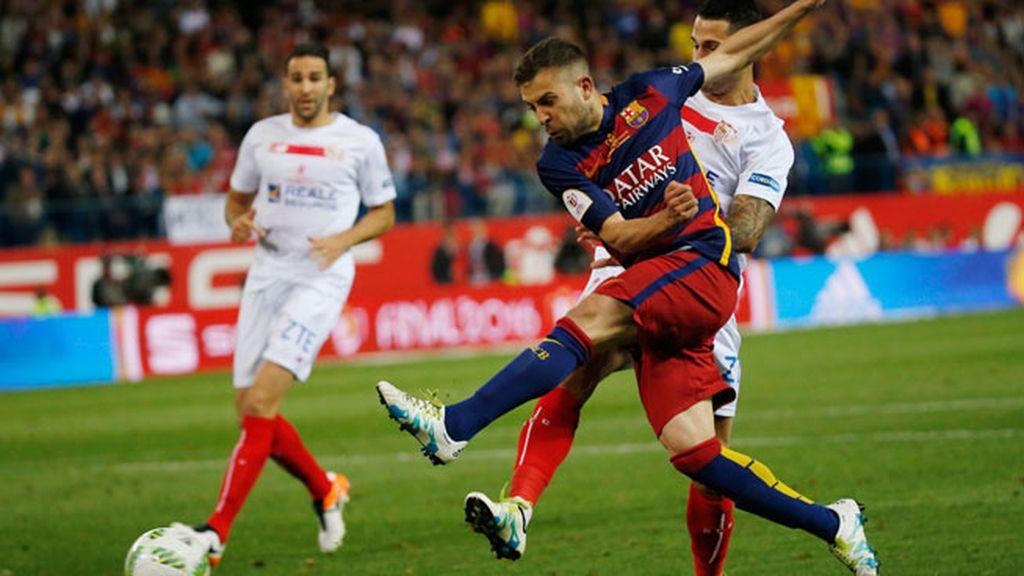 ¡Gol del Barça! Jordi Alba aprovecha un gran pase de Messi para hacer el primer tanto