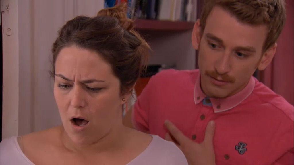 Lucía recibe amenazas de su admirador