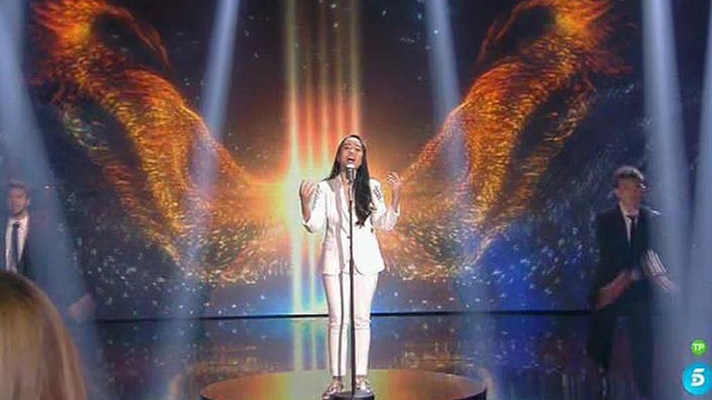 Dianne Jacobs despliega su torrente vocal con 'Rise like a phoenix'