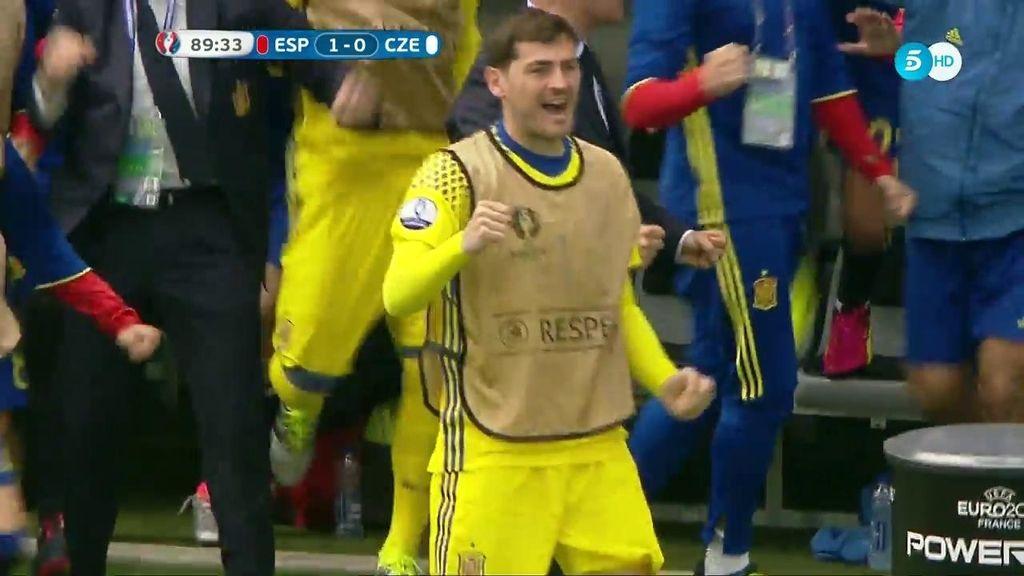 Así celebró Casillas el gol de la Roja: el capitán da ejemplo pese a no ser titular