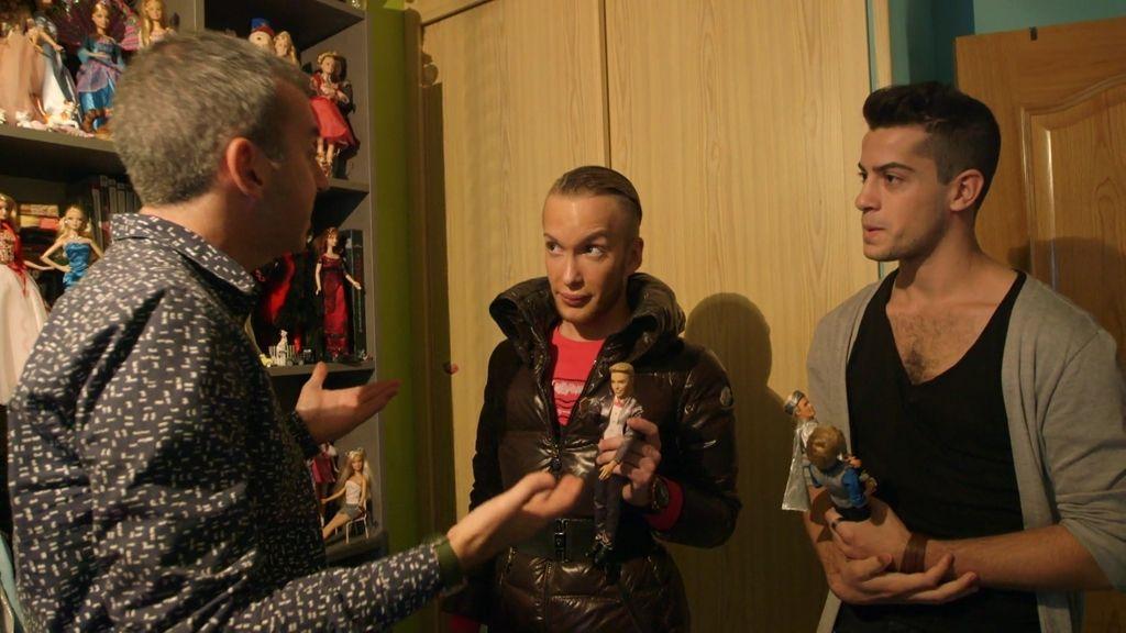 Un coleccionista de Barbie y Ken subestima el parecido de sus supuestos dobles