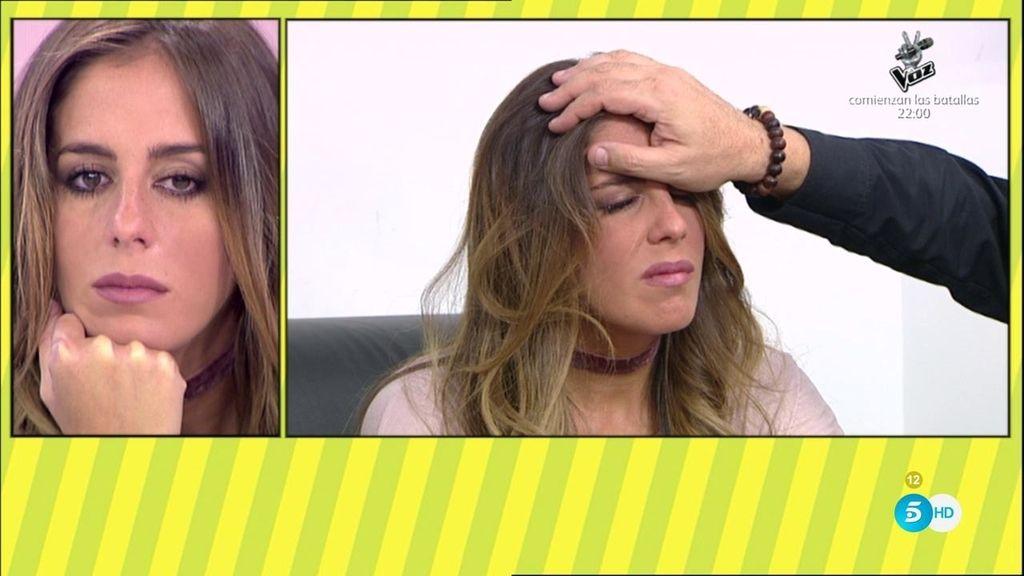 Anabel rompe a llorar recordando a su abuela durante la hipnosis