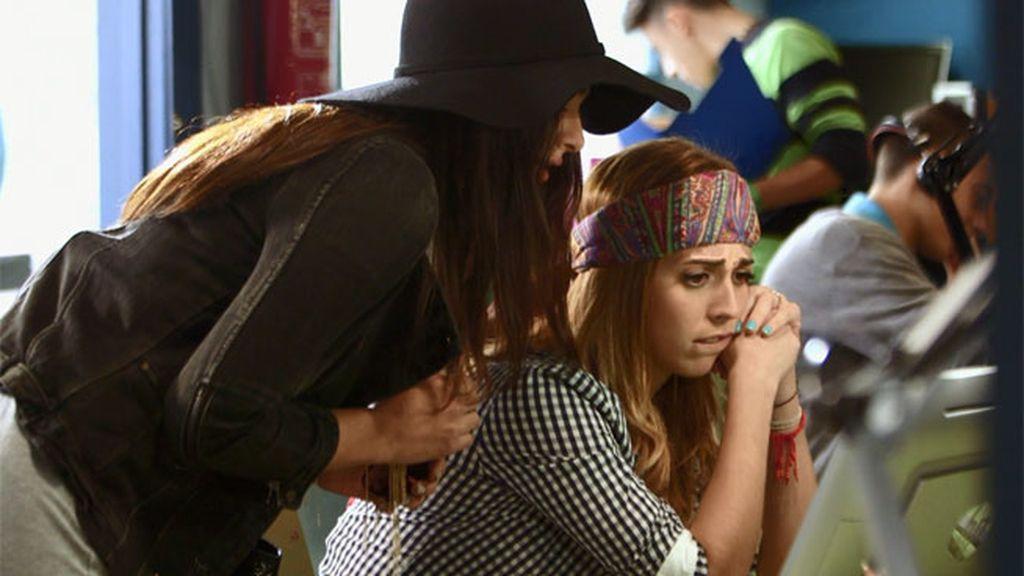 Natalia y Camila son 'trending topic' por ir igual vestidas al concierto de André