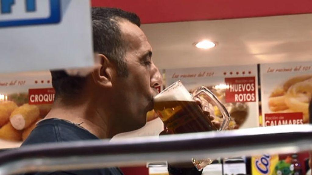 Osmin le hace sudar a Sergio la cerveza en su día libre