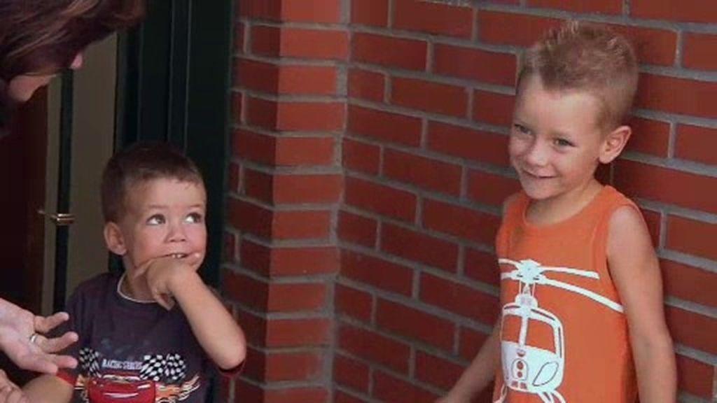 Alex y Neyzan cumplen las normas y se van al parque de bolas