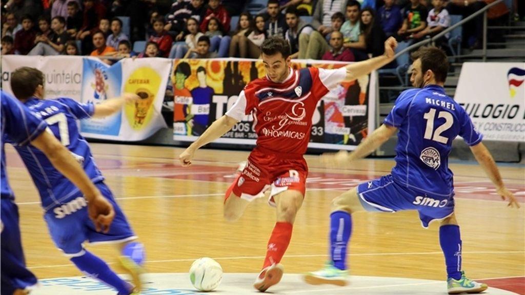Peñíscola saca los tres puntos ante el Santiago Futsal (1-5)