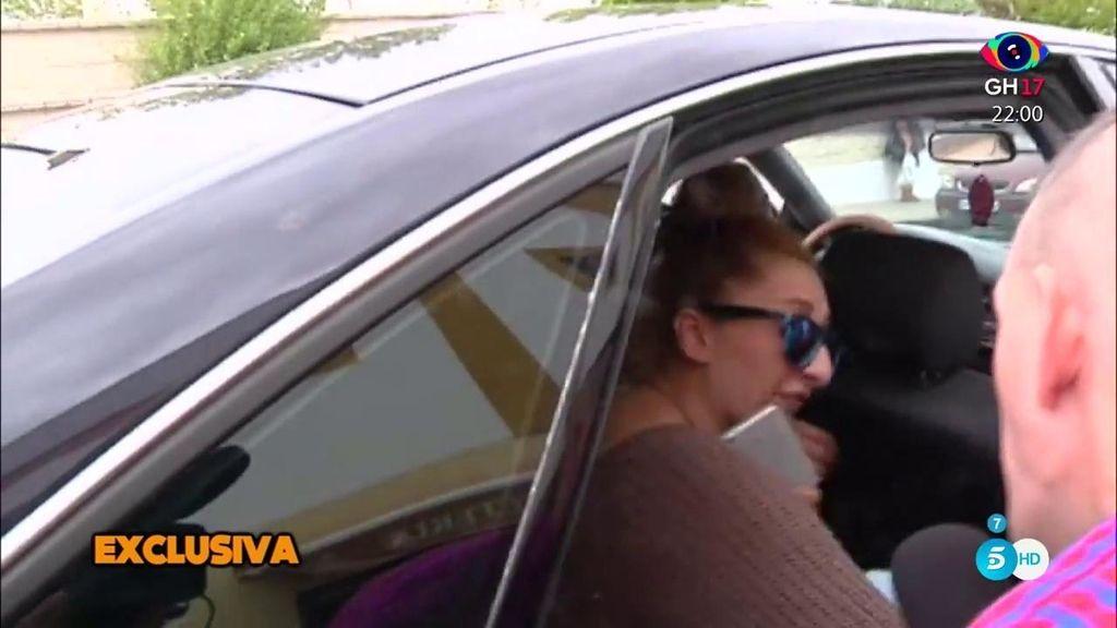 Michu destroza un micro de 'Sálvame' de un portazo con un coche