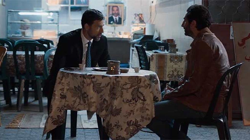 """Barry avisa a Fauzi: """"Van a mandar fuerzas a la amanecer para desalojar la plaza"""""""