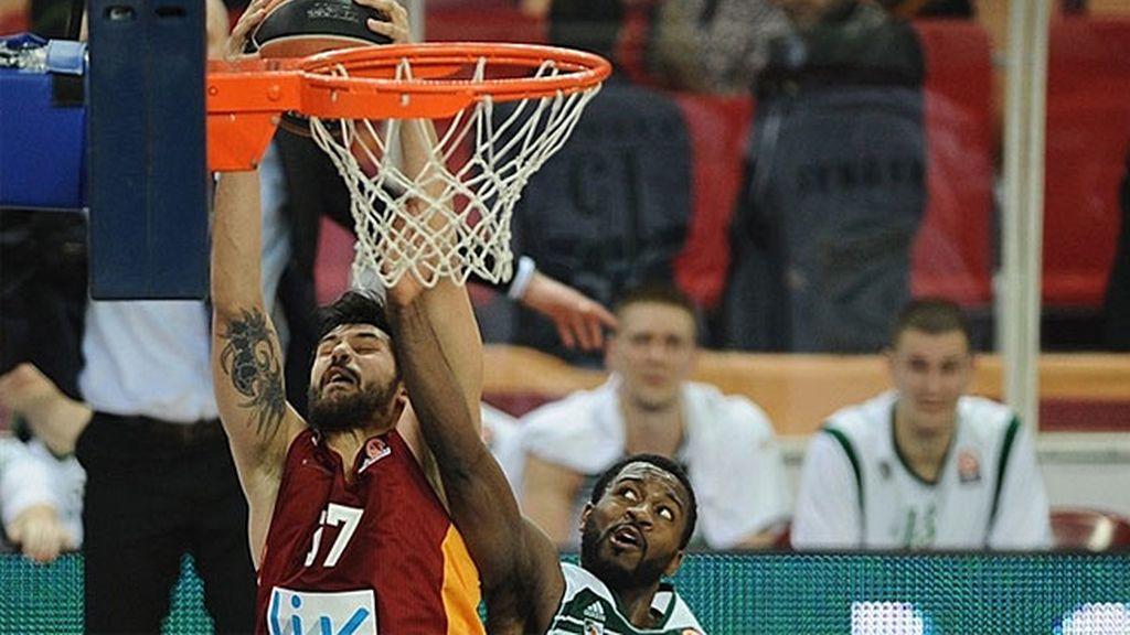 Arroyo permite al Galatasaray ganar al Zalgiris Kaunas