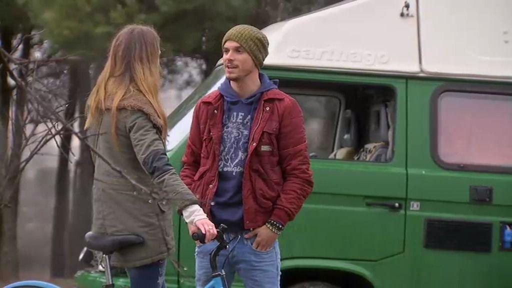 Irene conoce a un chico en su viaje: un hippie que en nada se parece a Rodrigo