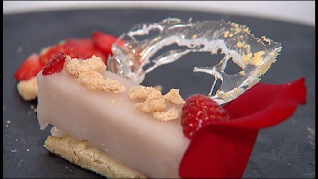Postre salado: gelatina de coco y rosas