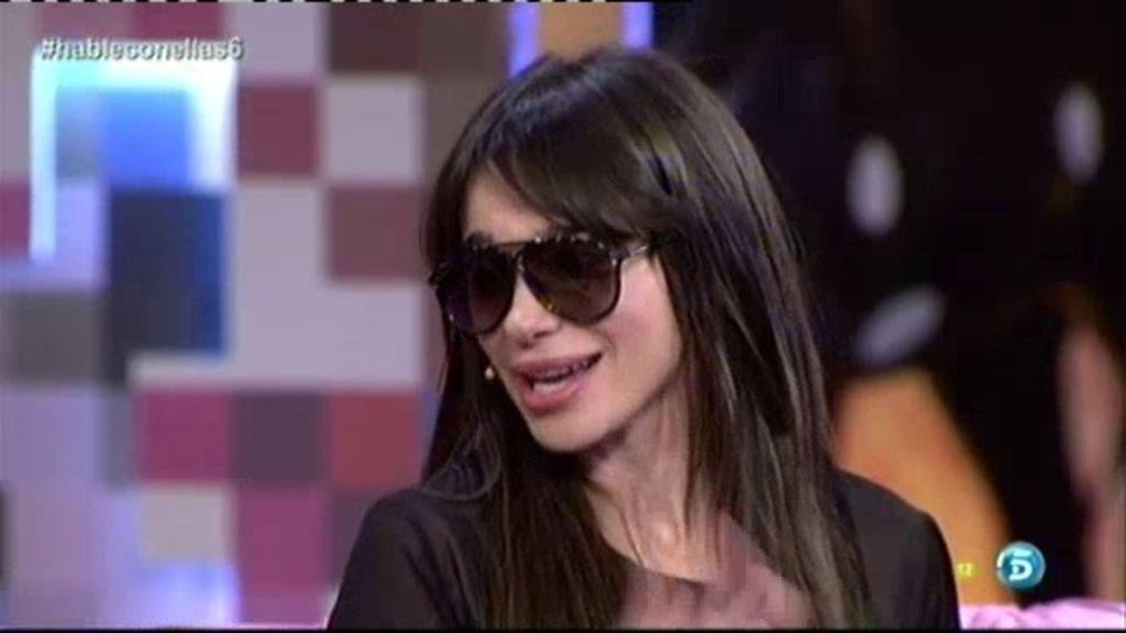 Beatriz Montañez intenta seducir a Risto Mejide con unas gafas de sol