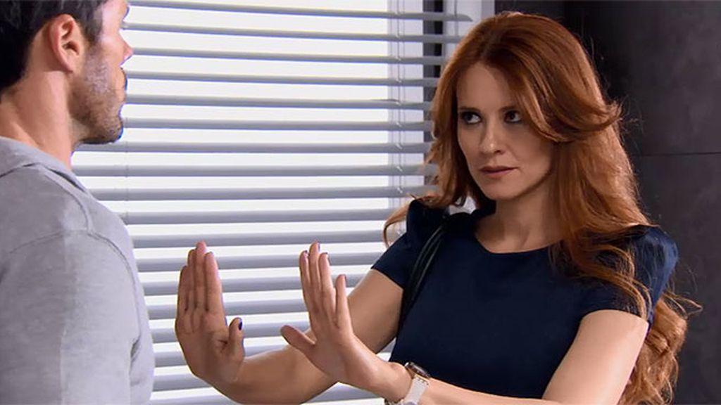 Carlos descubre por qué Rebeca le odia